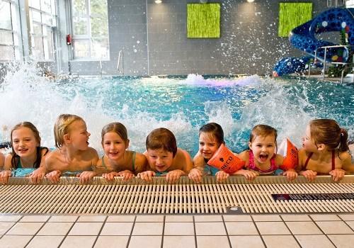 Partyspiele Kindergeburtstag Ab 10 : pl nbad schwimmhalle zwischen den seen ~ Whattoseeinmadrid.com Haus und Dekorationen